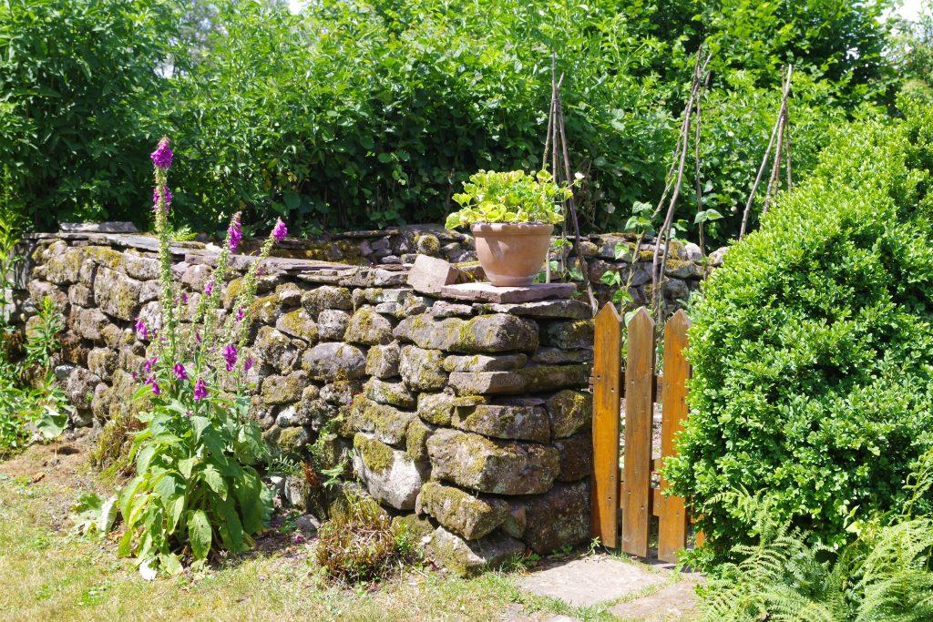 mur en pierre du potager